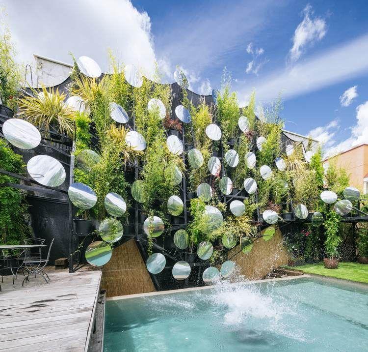 piscine de luxe, terrasse moderne et revêtement de sol en bois ...