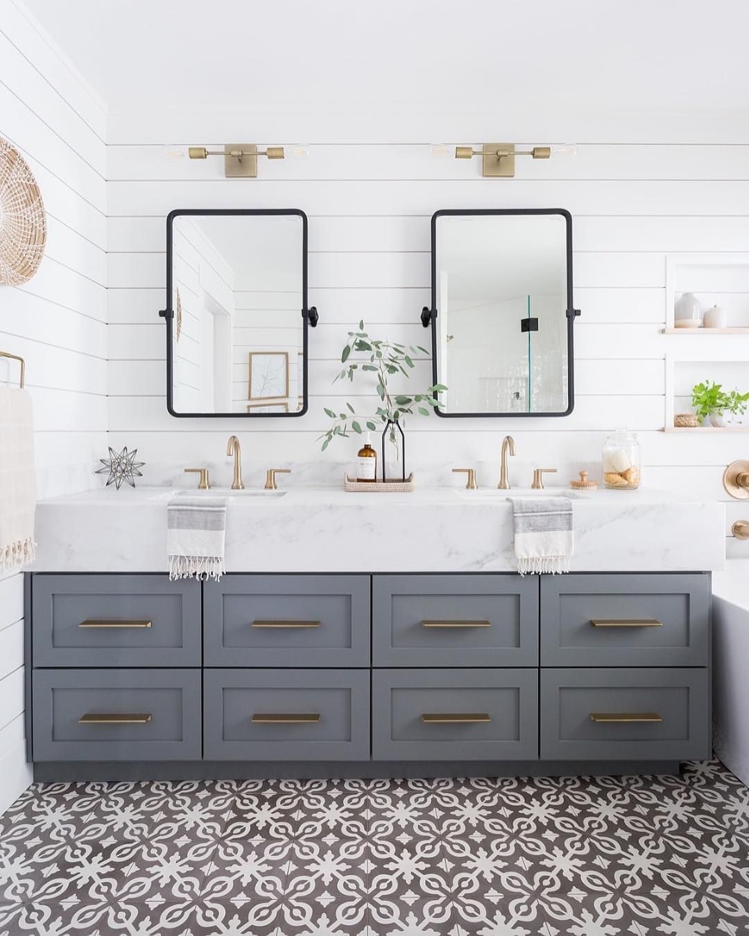 The Coastal Table On Instagram Design Details Abound In This Inviting Jack And Jill Bathroom Th Hampton Style Bathrooms Modern Bathroom Bathroom Inspiration