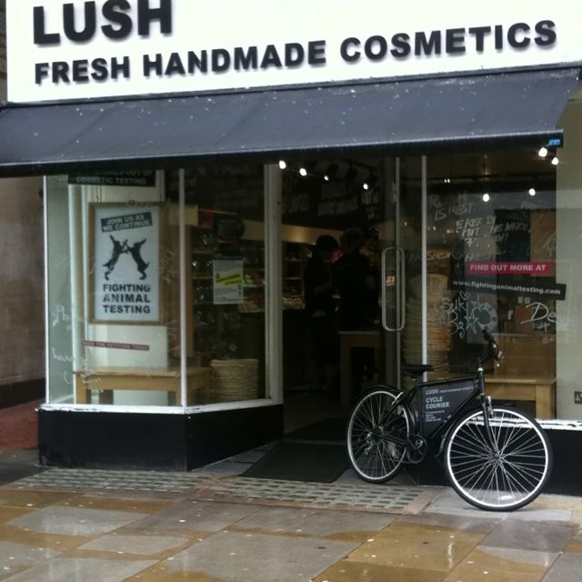 Lush Cosmetics, bicycle A-board! Perfect localisation for the Oxford, England, bike friendly town of tradition.