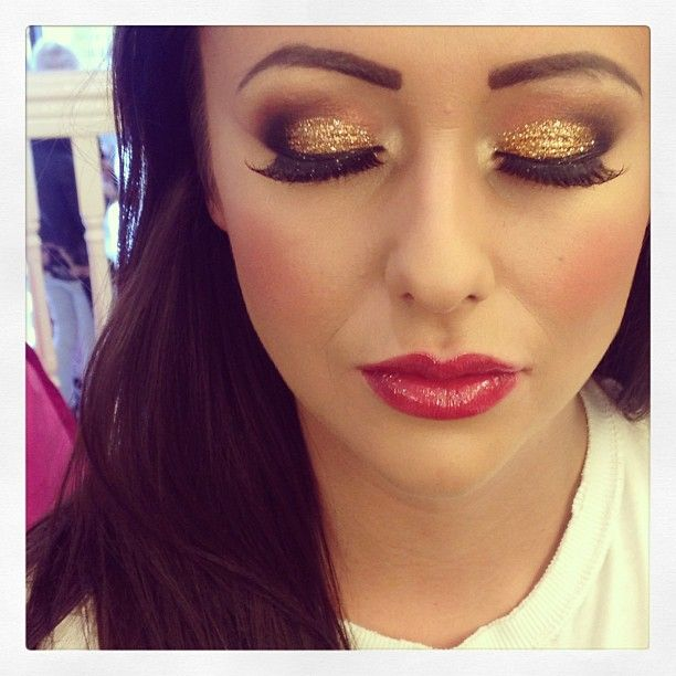 Red Eyes & Glitter Eyeshadow.  Perfect for Holidays.  #HOLIDAYMAKE-UP.