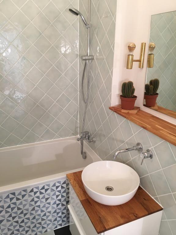Ein wunderschönes Badezimmer! Hier wird nicht nur der Körper - badezimmer grau design