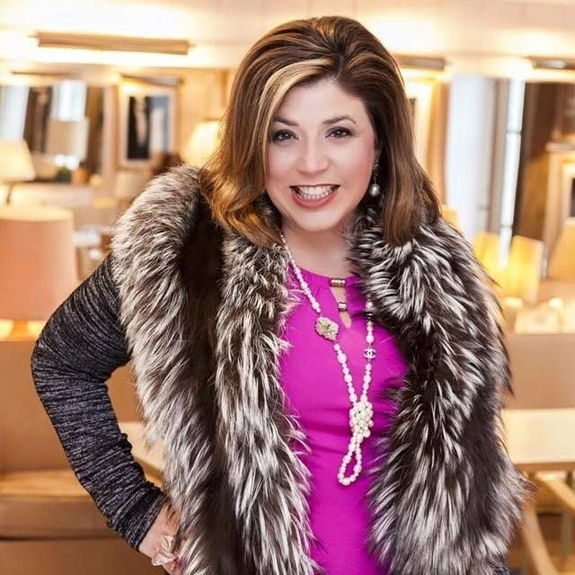 CEO of The Antiques Diva & Co Toma Clark Haines tips for sourcing antiques and vintage jewelry at the Paris Flea Market - AD&CO is the exclusive and only official tour guide of the Paris Flea Market Paul Bert Serpette