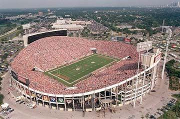 Old Tampa Stadium The Big Sombrero Old Home Of The Tampa Bay Buccaneers And The Tampa Bay Rowdies Tampa Bay Buccaneers Football Tampa Bay Buccaneers Tampa
