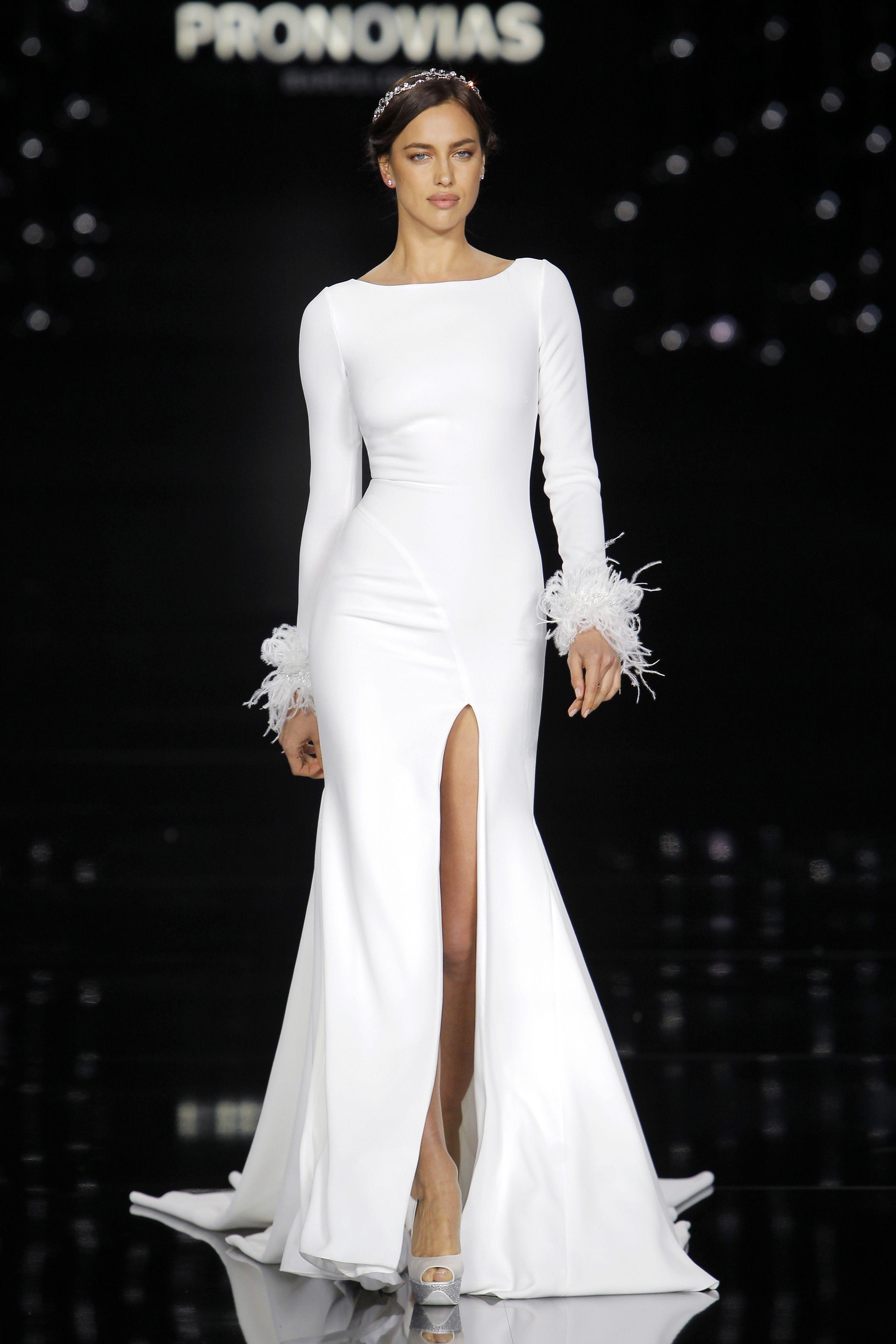 b2ef3ce12cae3 Irina Shayk in Nuria dress made of crepe