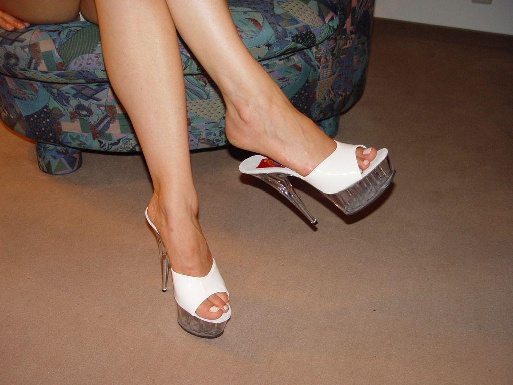 0ebc2ec786 pic0084 (KnulliBulli) Tags: heels highheels mules slides nylons toes fuss  füsse legs pantoletten
