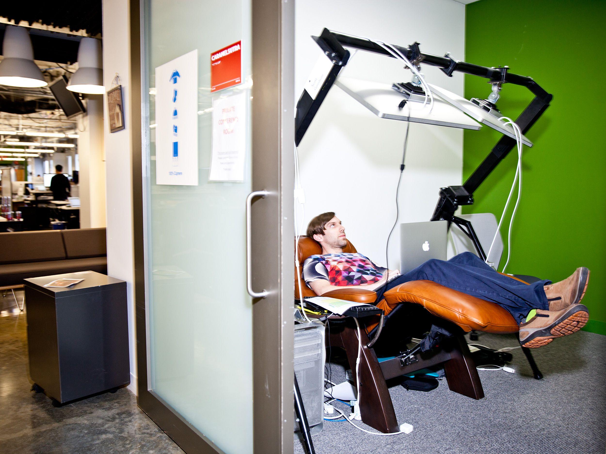 Awesome Reclining Desk Workstation Desktop Setup Computer Room