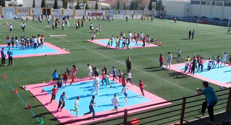 Casi 300 niños en la segunda concentración de iniciación al deporte  celebrada en Hinojosa del Duque b7e004fcb37fe
