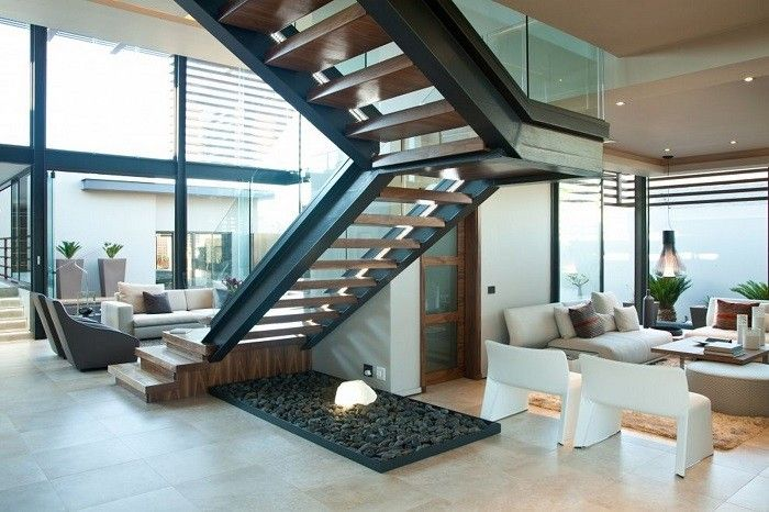 saln moderno amplio con escalera muy bonita casas escaleras