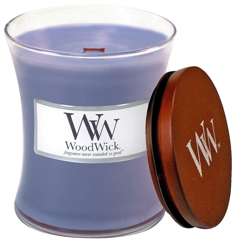 Ein wohltuender Tag im Spa - Entspannung pur mit ätherischen Ölen von Lavendel! Tolle Geschenkidee: Die schöne Duftkerze von Home affaire ist ein betörendes Geruchserlebnis und ein dekoratives Wohnaccessoire. Das formschöne Glas mit WoodWick Label und Holzdeckel ist ein echter Hingucker. Der Deckel kann auch als schmucker Sockel verwendet werden und sorgt bei Nichtgebrauch der Kerze für einen s...