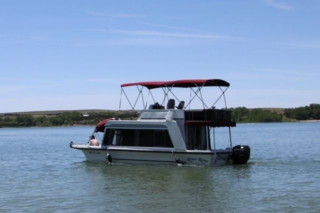 HOUSEBOAT COMPLETELY REFIT: 93 YUKON DELTA WITH TRAILER for