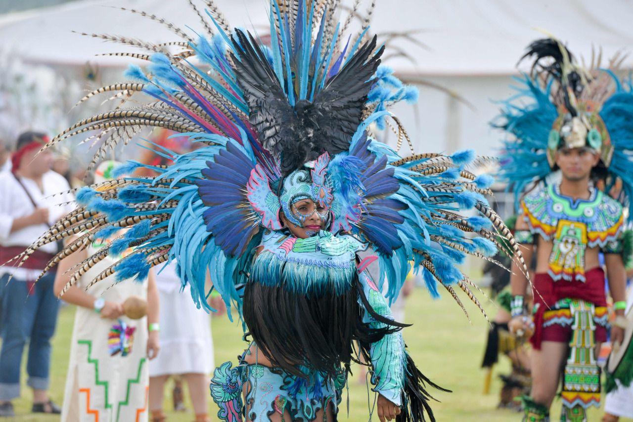 """..México: Bailarines de danzas tradicionales prehispánicos se preparan para establecer un récord Guinness de """"La danza ceremonial más grande del mundo"""", cerca de la zona arqueológica de Teotihuacán"""