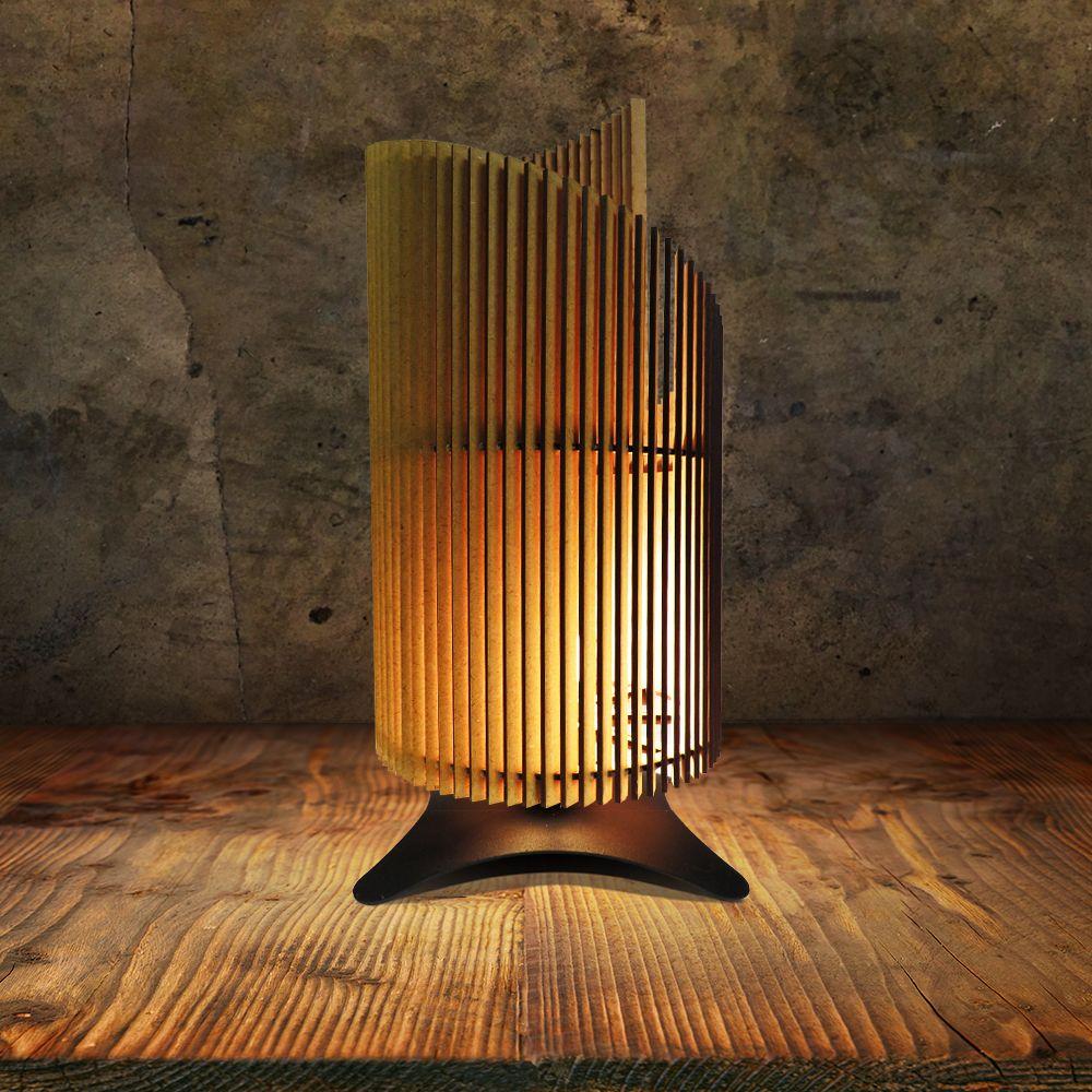 Moderne Tischlampe aus Holz mit stilvollem Standfuß im