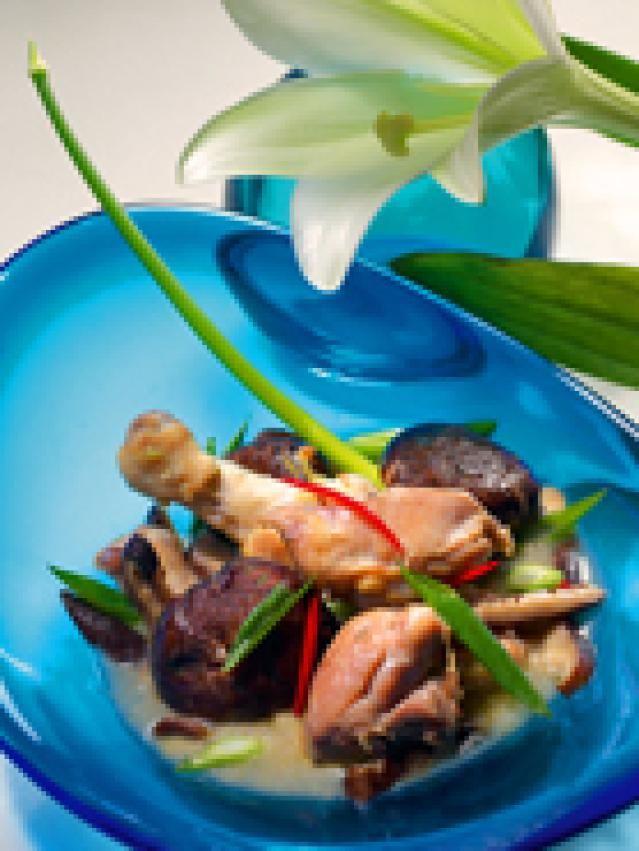 Thai garlic chicken with mushrooms amp green onion recipe thai garlic chicken with mushrooms green onion delicious thai garlic chicken with forumfinder Choice Image