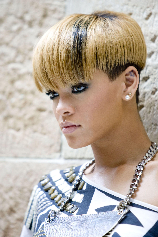 This Style Rocked On Rihanna Celebrity Short Hair Short Blonde Hair Short Hair Styles