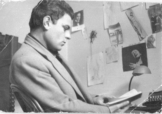 Juan Marsé a finales de 1960 en su habitación de la casa familiar de la calle Martí, por Miquel Barceló