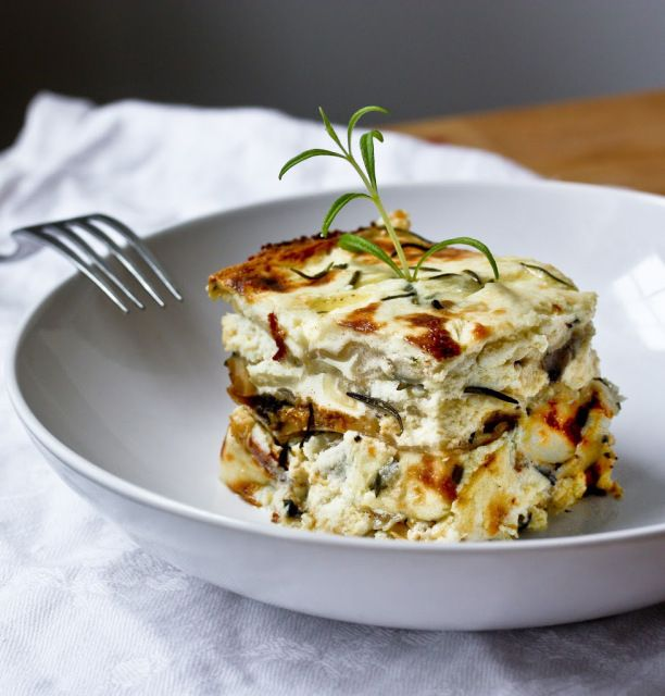 Rosemary Chicken Lasagna with creamy Béchamel  Sauce ...and a little tip on who to use egg roll wrappers instead of pasta, when pinched for time! | www.feasitngathome.com