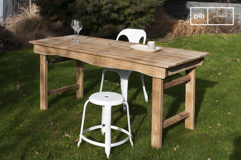 Een houten tafel met een landelijke stijl. eettafel pinterest