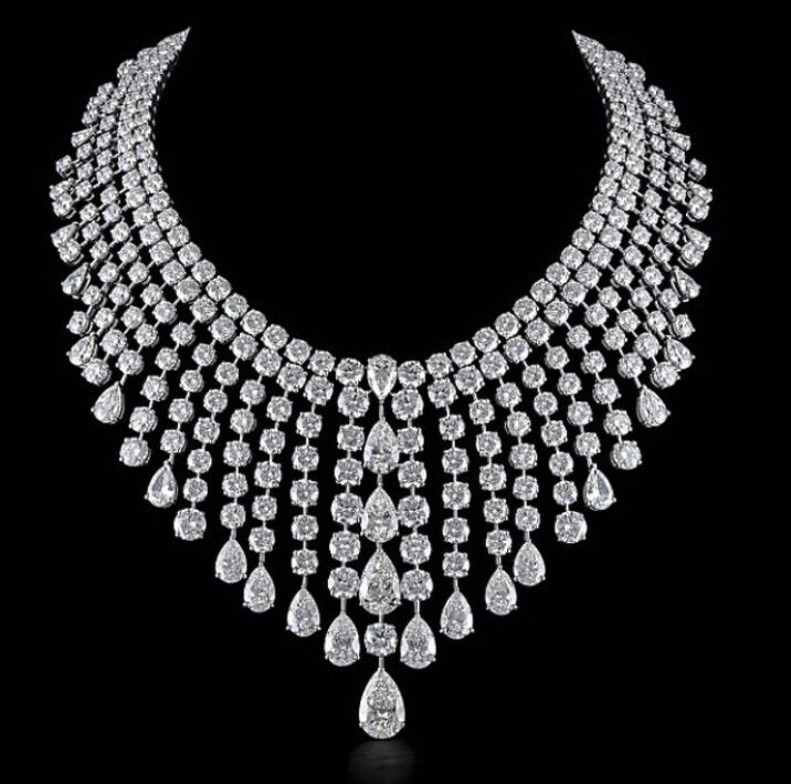 Diamond necklace by Kamyen.