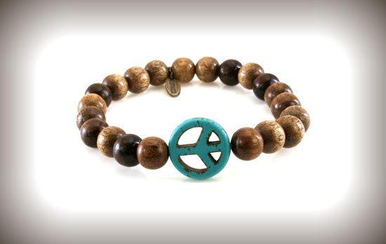 De leukste houten armbanden zijn van BBBRASIL.  http://www.heren-armband.nl/bbbrasil-heren-armband-model-blue-peace-brown-smallbead