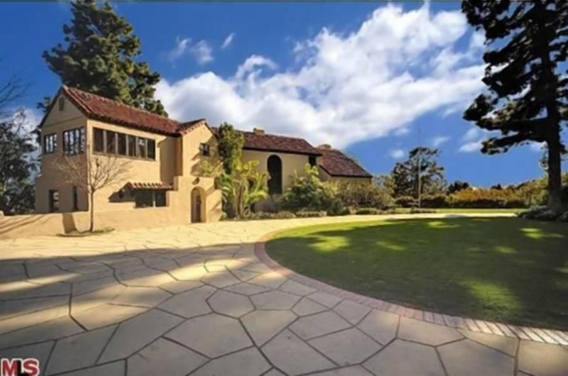 20 Stunning Pictures Of Katy Perry S Former Hollywood Hills Home Hollywood Hills Homes Celebrity Real Estate Celebrity Houses