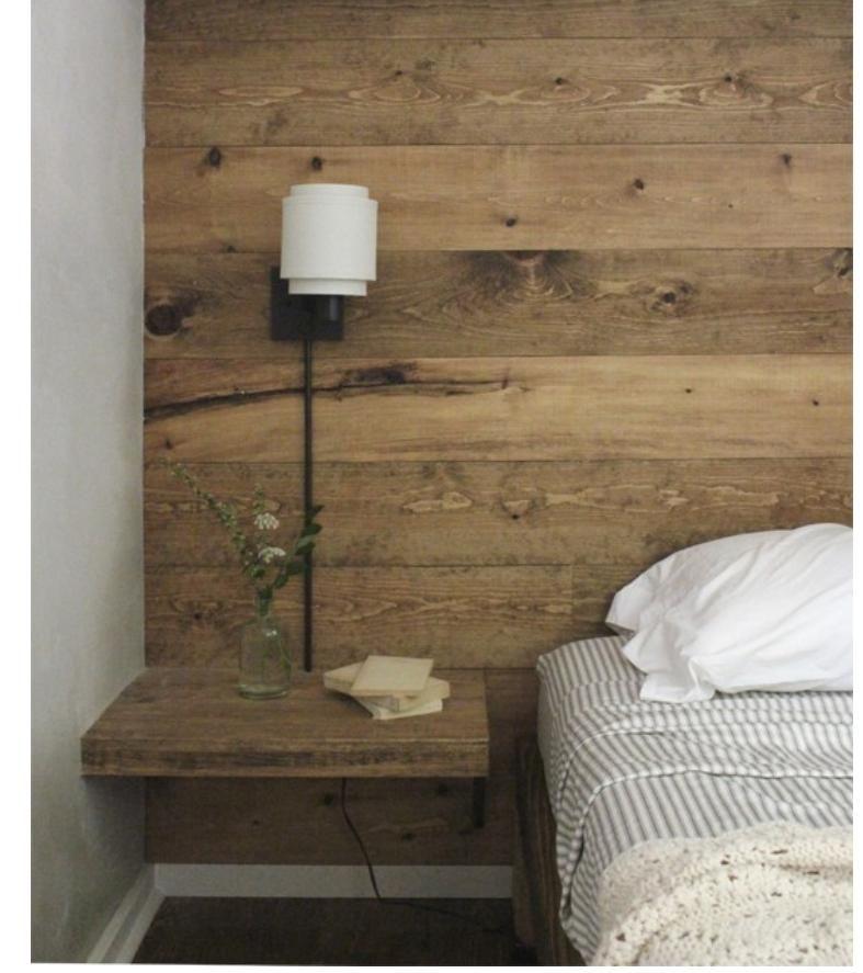 mur en pin pour la petite chambre-bureau du fond Our Bedroom