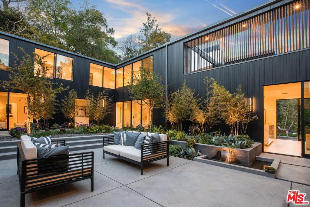 7631 Willow Glen Rd Los Angeles Ca 90046 Mls 18338076 Zillow Architecture Hollywood Hills Architecture Design