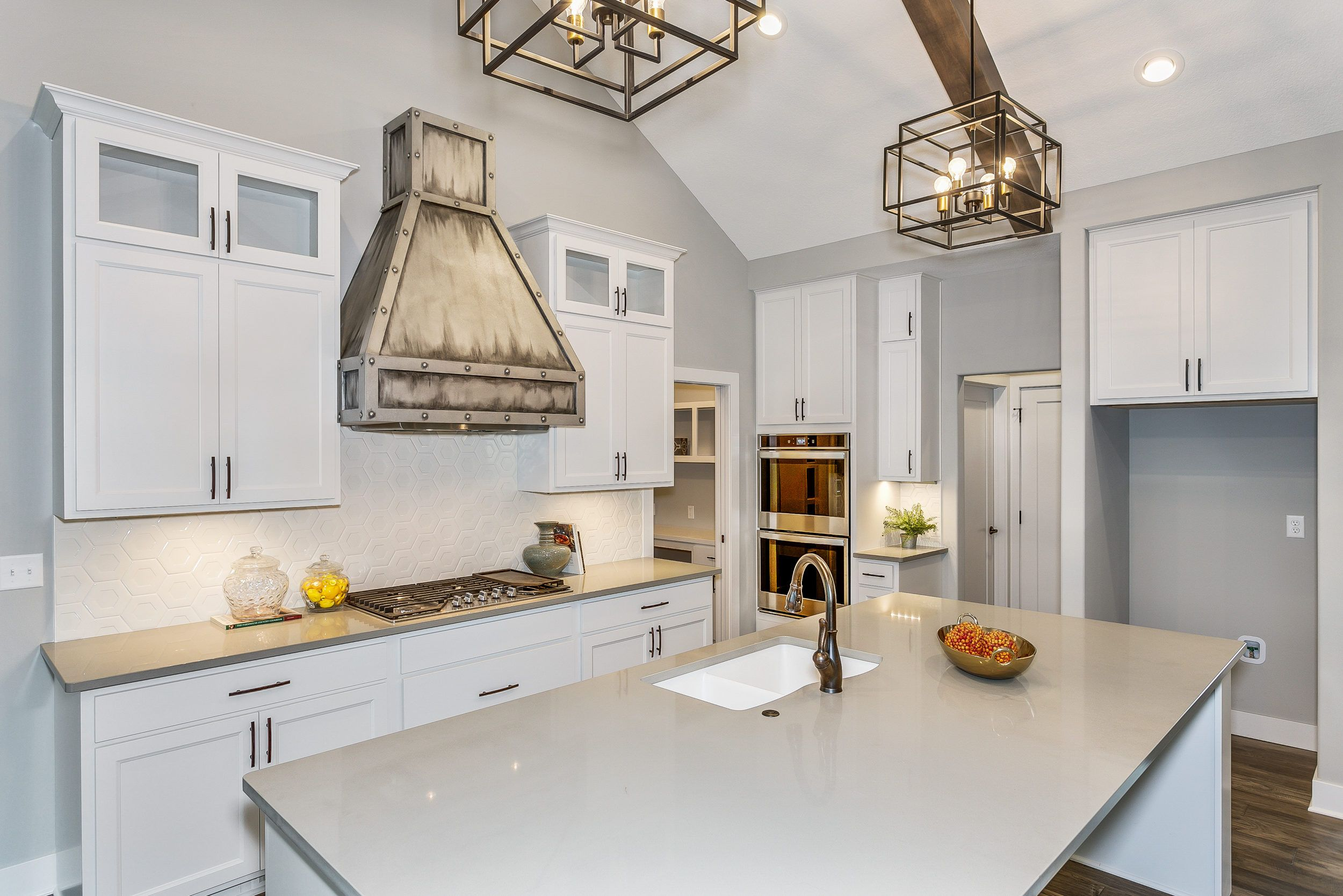 Look How Clean Thus Kitchen Is It Is Harder To Keep A Kitchen Clean But Even Harder When You Don T Have Gra Kitchen And Bath Remodeling Kitchen Clean Kitchen