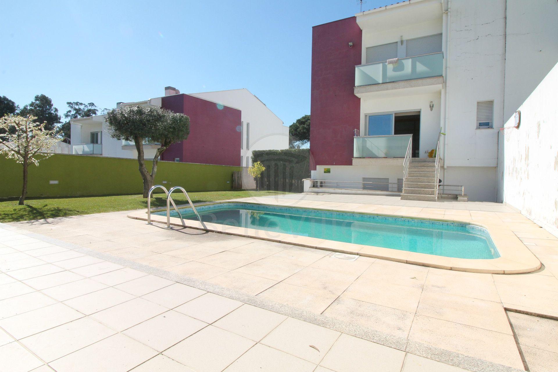📢NOVIDADE Fantástica moradia de gaveto com piscina e uma excelente exposição solar. Localizada em zona calma, com excelentes acessos e muitas mais caracteristicas que o deixarão competamente rendido <3 🏠Venha conhece-la: http://bit.ly/2mV7rM8 #venda #moradia #gaveto #T3 #piscina #fantástica #soalheira #localização #sonho #confiança #segurança #imobiliária BelleVille Imobiliária | www.belleville.pt |