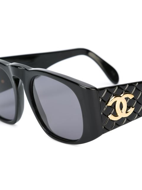 4b54f2e4154 Comprar Chanel Vintage gafas de sol con efecto acolchado en House of Liza  from the world s best independent boutiques at farfetch.com.