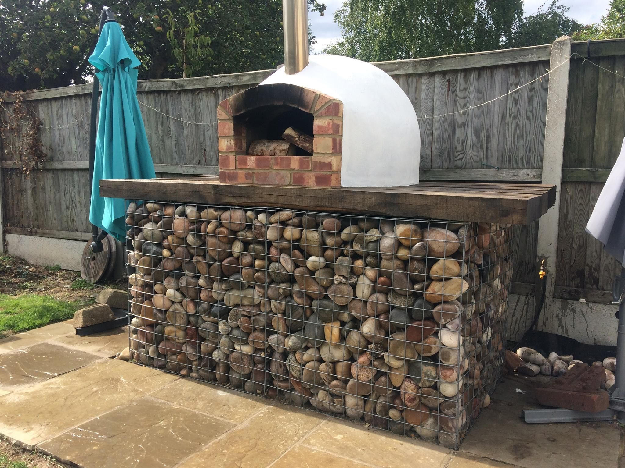 Contemporary Pizza Oven With Gabion Baskets Using Milan 750