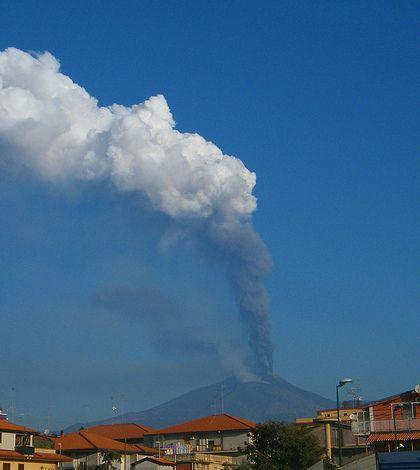 Addio alle baite di Torre del Filosofo - http://www.lavika.it/2013/10/etna-eruzione-torre-filosofo/