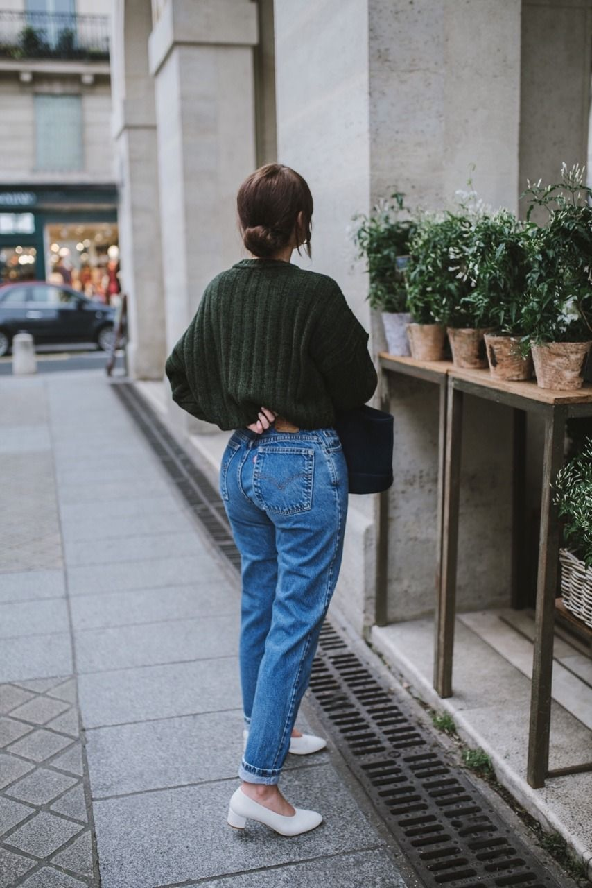 Autumn: Dark green knit/jumper/sweater + mom jeans + white shoes ...