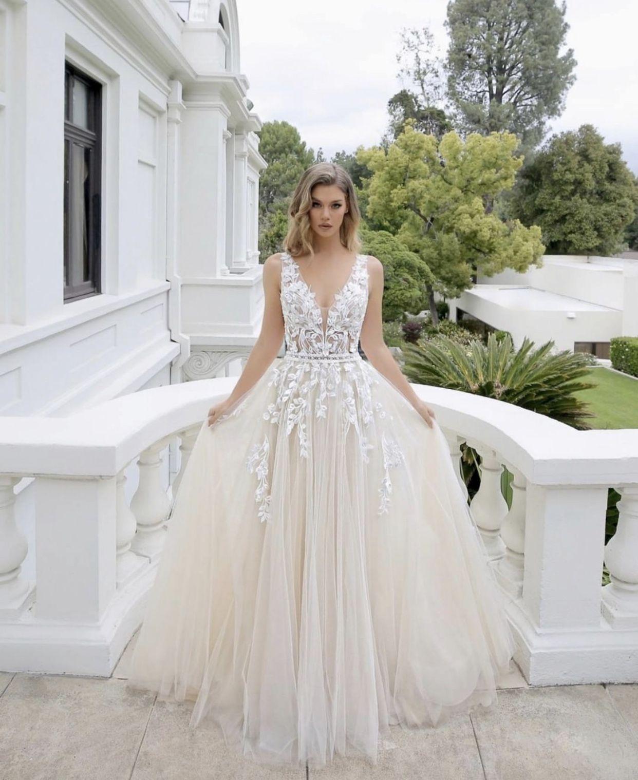 Stunning Wedding dress  Brautmode, Kleider hochzeit, Hochzeitskleid