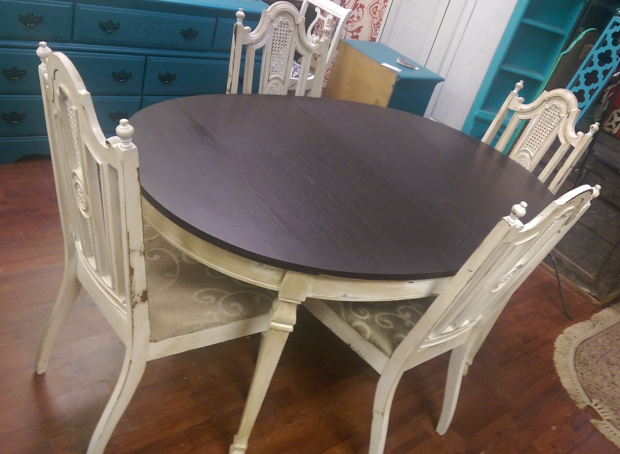 Do You Need A Cute Little Table And Chairs Here You Go Smile Emoticon Lol It Doesn T Come With A French Country Furniture Shabby Chic Dining French Furniture