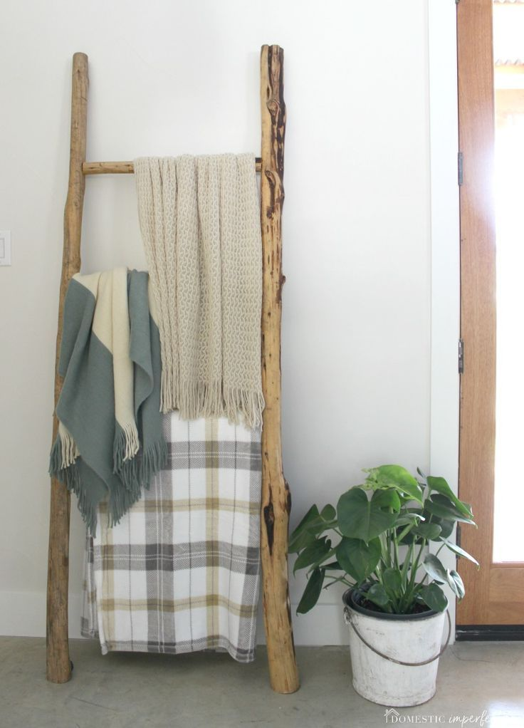 Rustic Wooden Blanket Ladder (for free!) is part of Wooden Home Accessories DIY Ideas - How to make a rustic wooden blanket ladder! blanketladder DIYdecor quiltladder towelladder rusticdecor