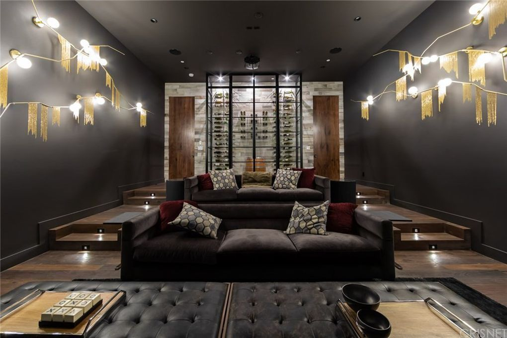 Kenya Barris Falls For 7 5 Million Encino Mansion Variety In 2020 Spacious Living Room Home Contemporary House