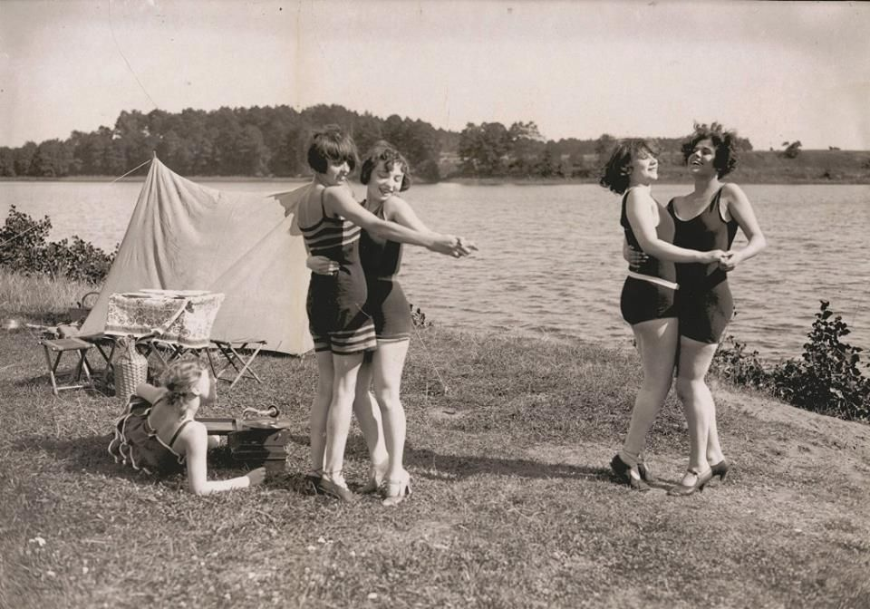 1920s Dancing by the lake, Wannsee Strandbad, Berlin