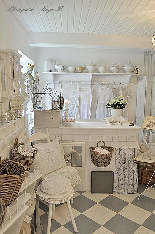 Shabby Küchen great room white is so pretty never boring for me