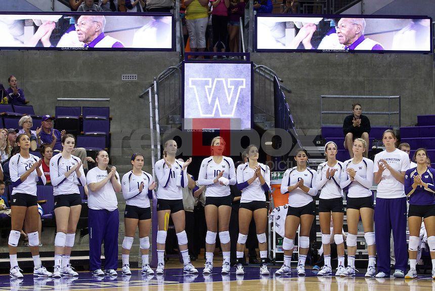 University Of Washington Women S Volleyball Team Hosts Boise State University Huskies Photo Store Red Box Pict Women Volleyball Boise State Volleyball Team