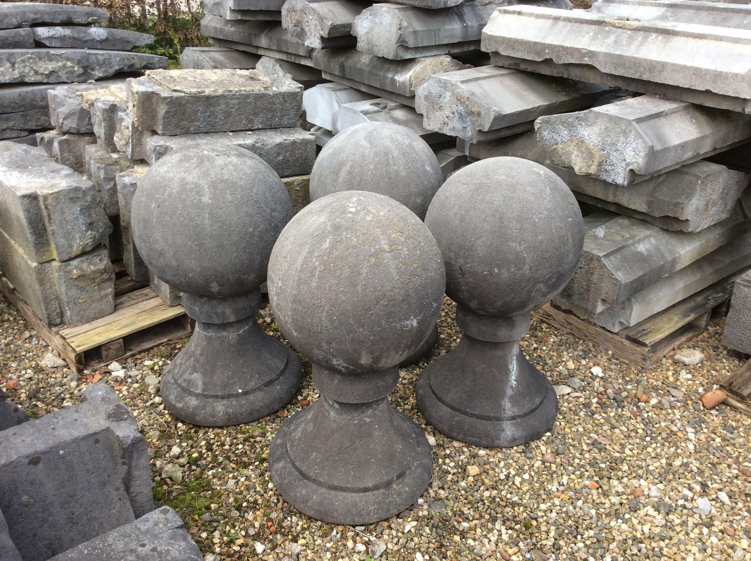 Grote antieke arduinen bollen op voet te koop bij for Grote spiegels te koop
