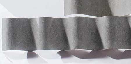 Telhas Etermax e Ondulada (1,10 x 2,44 m), de fibrocimento sem amianto, da Eternit. Unidades de 1,06 x 4,60 m, que cobre 4,69 m² e Ondulada de 2,44 x 1,20 m, que rende 2,59 m². Espessura de 6 mm. Inclinação média: 9%.