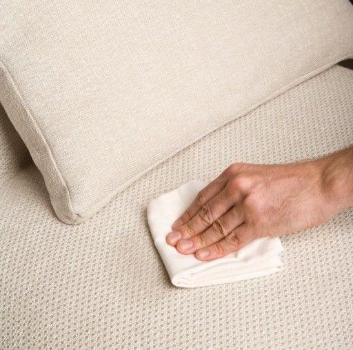 Un sof muy f cil de limpiar tapicer a efficiency limpieza - Como limpiar un sofa de tela ...