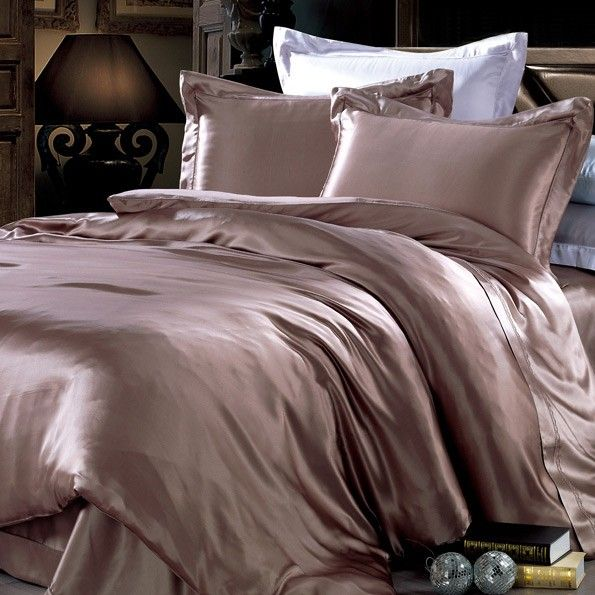 Ellesilk's Silk Duvet Covers can bring you an unparalleled sleeping experience. They are made of the finest Mulberry silk, which can better balance your body temperature when you lie on it, and your skin can be moisturized. So, don't hesitate to buy one!