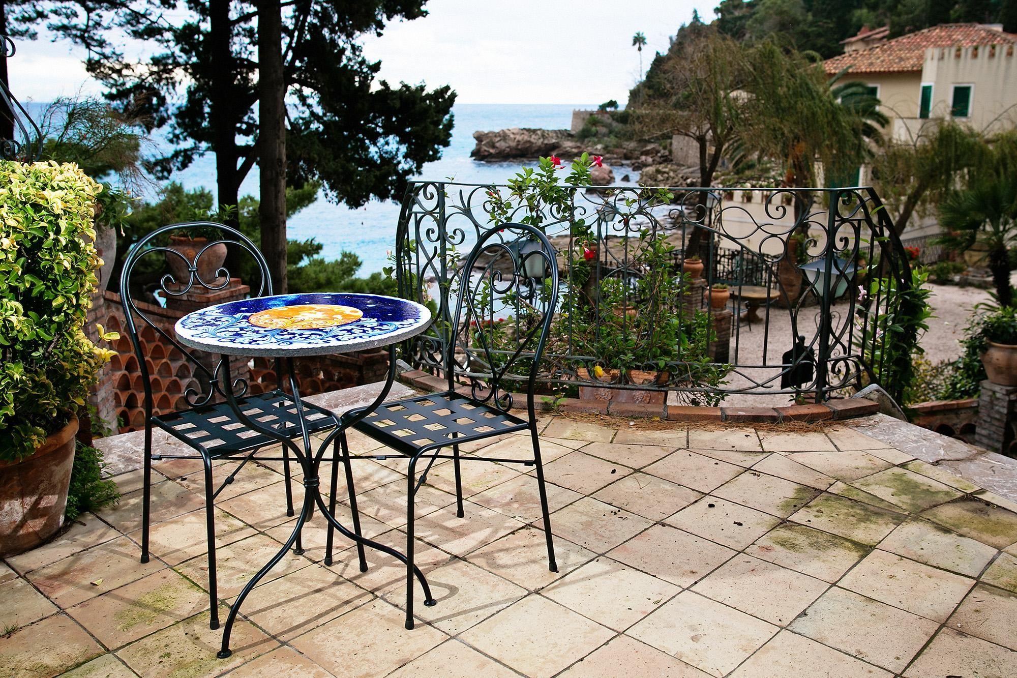 Pin di Italian Luxury Lavastone Taorm su Arredamento per ...