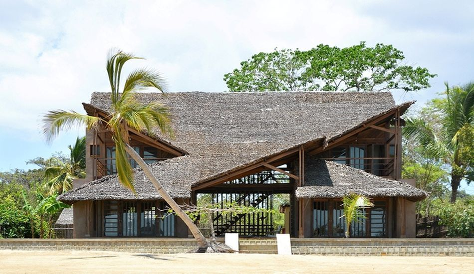 Maison exotique contemporaine en bois sur une île de Madagascar