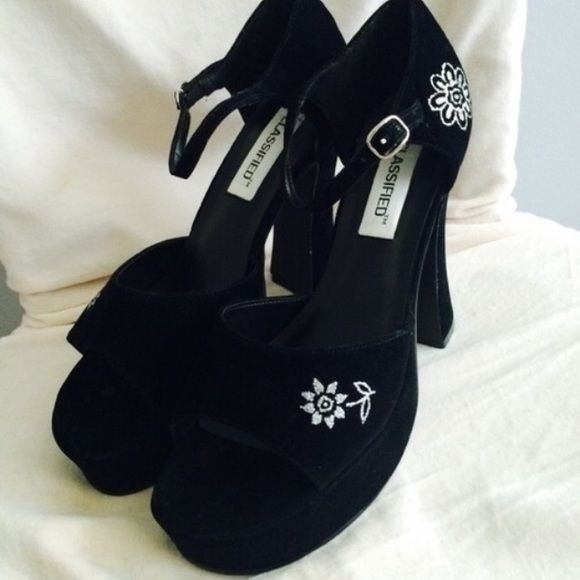 Classified Black Heels NWOTS! Suede material and the flowers are glittery :) Classified Shoes Heels
