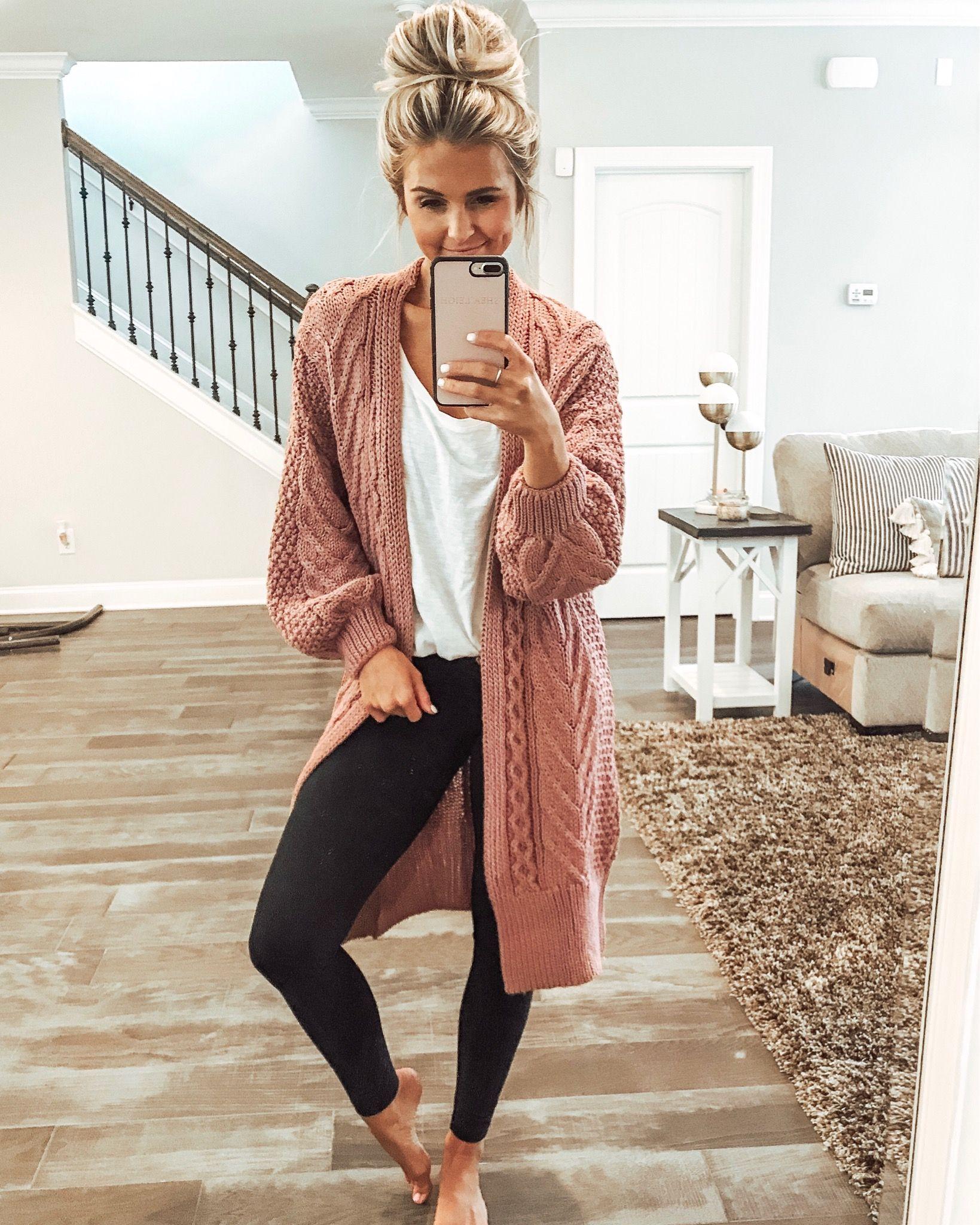 9550eed8c8d2 At home cozy day fall outfit style with chunky cardigan. Neformální Oblečení