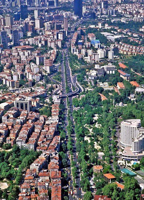 Beşiktaş Barbaros Boulevard in the district. Istanbul 37
