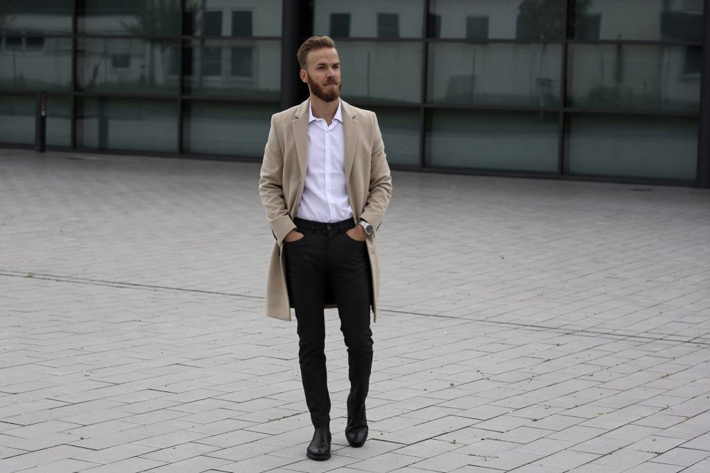 228e81266af0 OUTFIT - Coat and Chelsea Boots Travel Fashion Lifestyle Blog Blogger Trier  Luxembourg mainz frankfurt koblenz