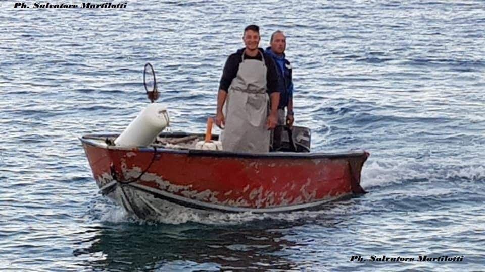 """I pescatori costieri con il primo Sindaco """"storico"""" di ..."""